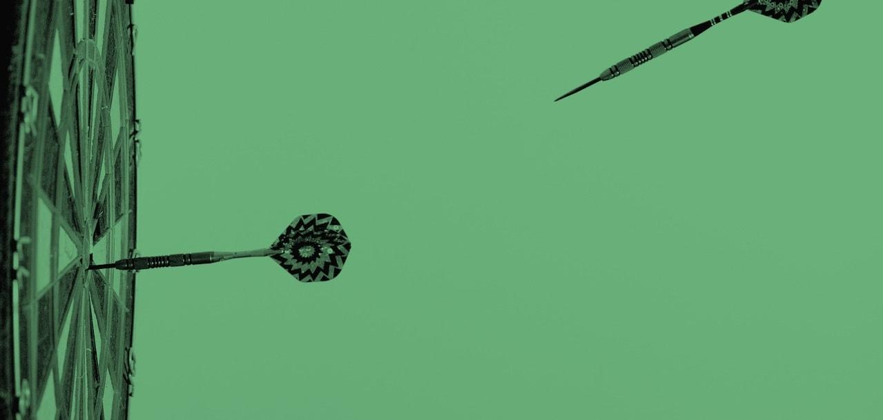 dart-102881_1280 duotono crop